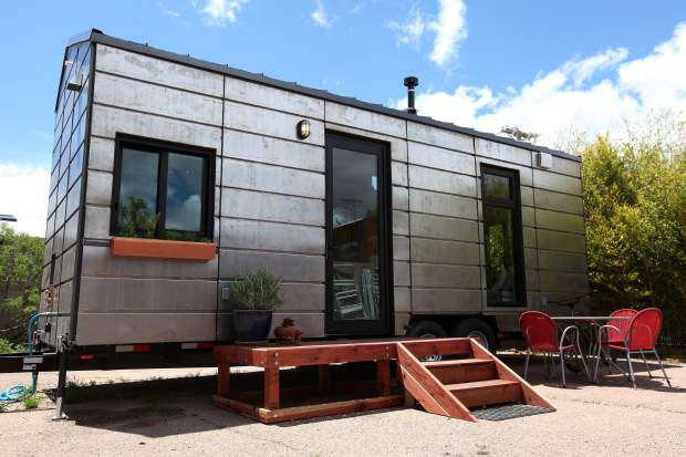 tiny house big living show looking for cast members on hgtv. Black Bedroom Furniture Sets. Home Design Ideas