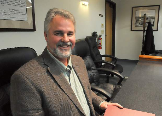 Outgoing Grass Valley City Manager will remain at his post for another month until the city can implement a transition plan.