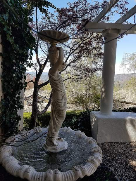 A statue at the Ananda Gardens.