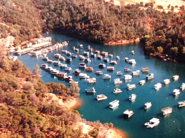 An aerial view of Skippers Cove Marina, which boasts 300 slips and mooring buoys and offers houseboats, pontoon boats, party barges, ski boats, paddle boards, hydro bikes, kayaks, and fishing boats for rent.