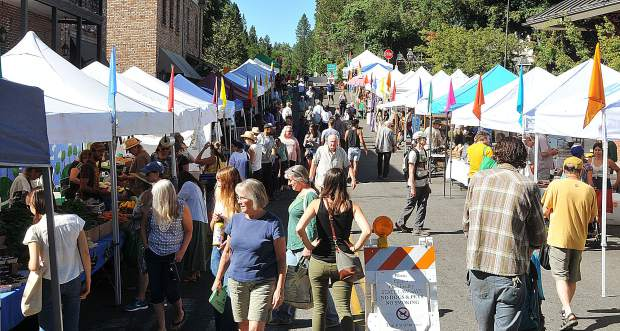 Hundreds of farmer's market fans fill Union Street to find their favorite foods.