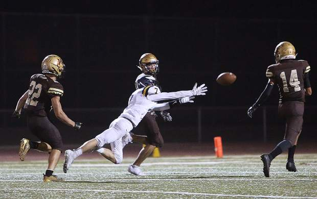 Nevada Union wide receiver AJ Meyer (7) dives for a pass intended for him during the Miners' 39-0 loss to the Yuba City Honkers.