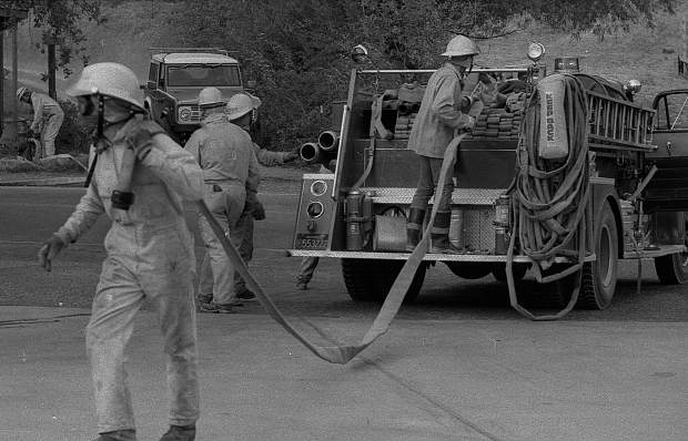 Firefighters unload hose in Rough and Ready during the 49er Fire in September 1988.