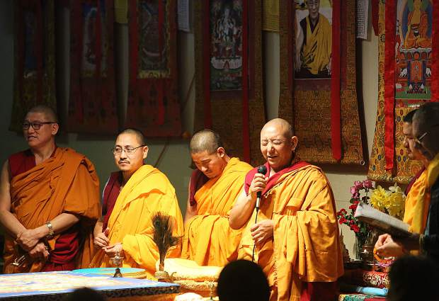 Geshe Wangyal thanks the Grass Valley community prior to the dissolution ceremony at Banner Community Guild.