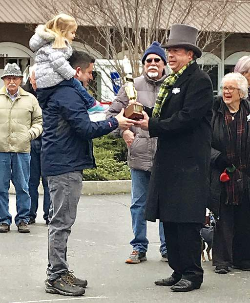 Cornish pasty toss won by the Grass Valley mayor Saturday morning in the brisk but dry morning.