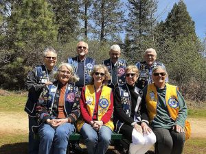 Foothill Lions Club of Grass Valley installs benches at park