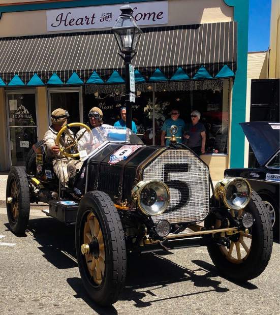 The oldest vehicle in the race - from 1909. The drivers are dressed in vintage costume.