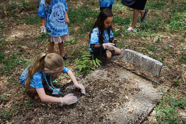 Campers from Camp Gan Izzy of the Foothills helped clean up the Historic Jewish Cemetery.