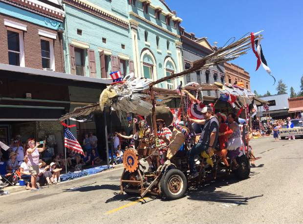 This float from the Curious Forge won first place in the Sweepstakes Winners category.