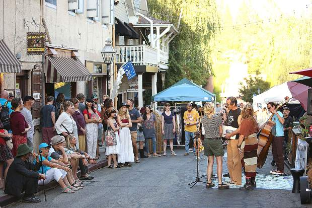 Commercial Street was blocked off to traffic and instead was the scene of the Foggy Mountain Music stage which featured musical talent as well as poetry readings.