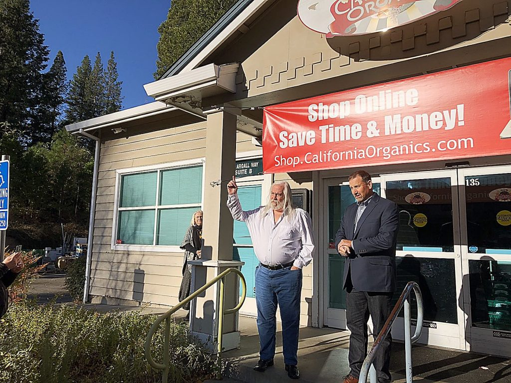 Chris Kysar, left, spoke with state Sen. Brian Dahle about the troubles facing businesses amid the PG&E power shutoffs.