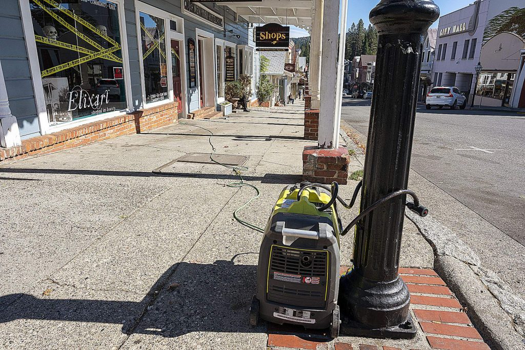 The owners of Elixart have their generator locked to a gas light pole.