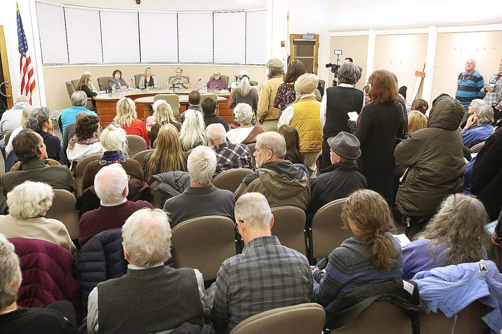 A standing room only crowd lines up to have their public comments heard during Nevada City's council meeting regarding the potential removal of Mayor Senum's title. The council chose to take no action.