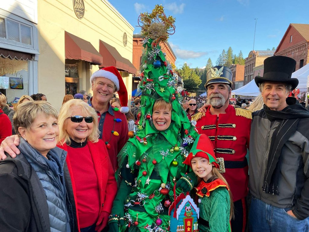 Victorian Christmas with Marty and Kathleen Lombardi - and the Tree!