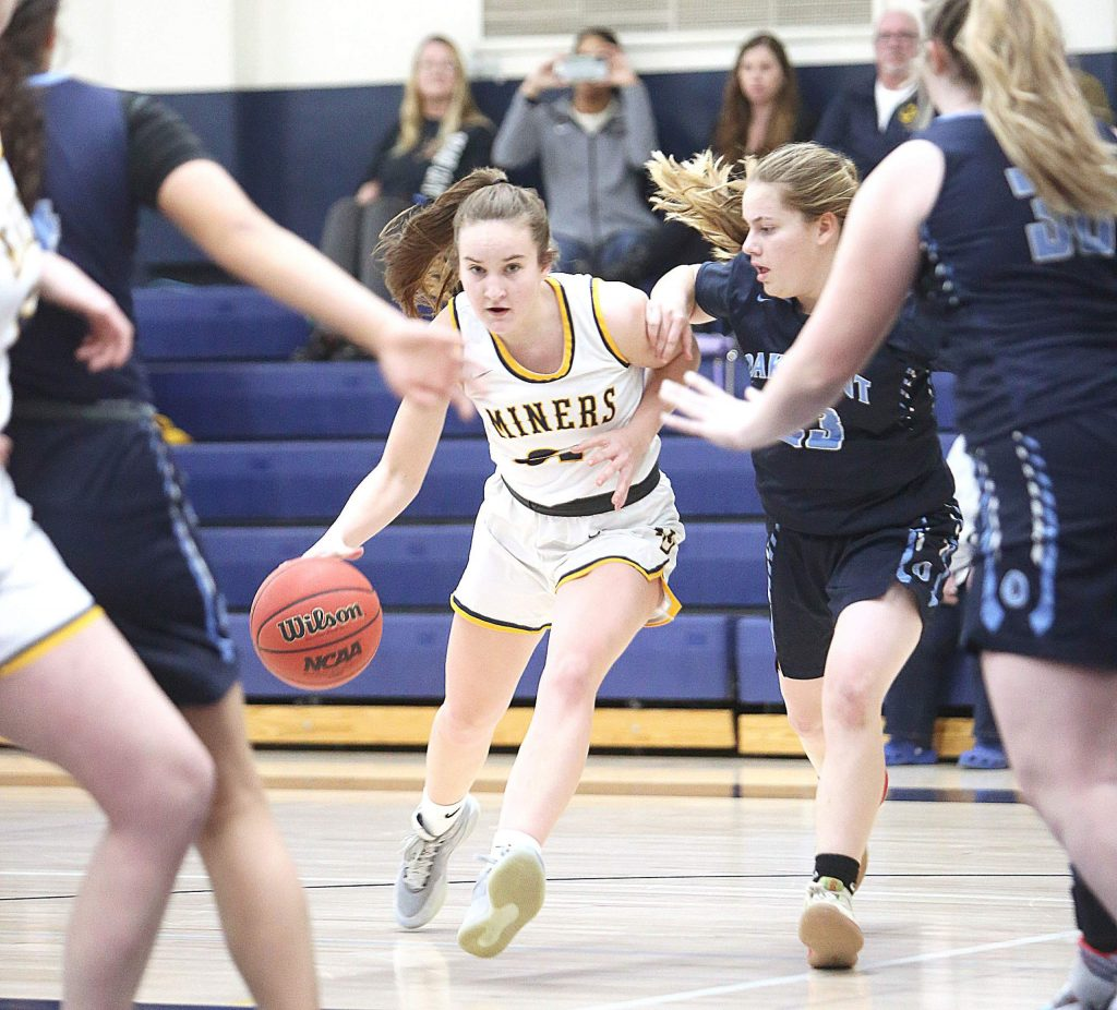 Nevada Union junior Sky Harmon (21) is defended by Oakmont players as she drives to the basket for two points during Tuesday's home matchup.