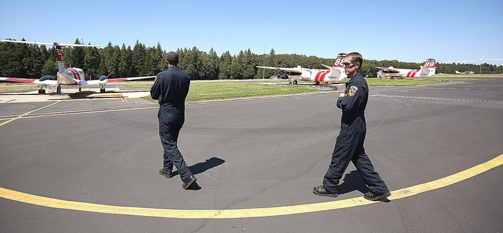 The Grass Valley air attack base is now fully staffed and functional with USFS air attack 17, the Cal Fire air attack trainees, and air tankers 88 and 89.