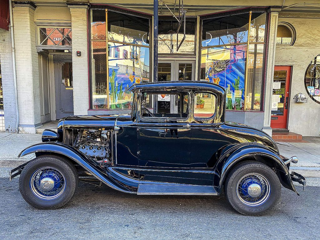 While watching the construction on Mill Street for restaurants to serve outside, I couldn't help but admire this vintage car at the corner of Mill and Bank streets.