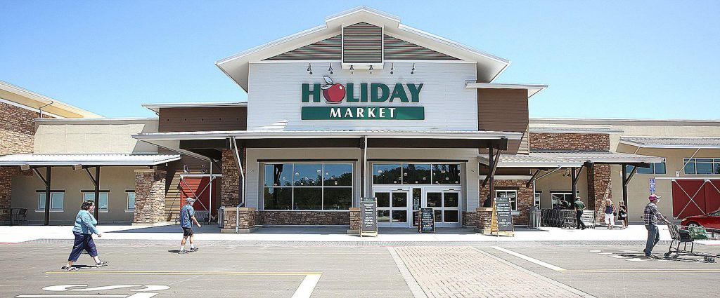 People have begun to use the new Higgins Corner Holiday Market at Highway 49 and Woodridge Drive. The Holiday Market off Combie Road will remain open for a few more days for the transition. Any extra food is slated to be donated to the Food Bank of Nevada County.