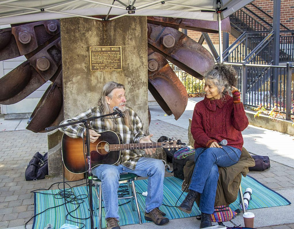 Special treat at the Farmer's Market - music by Juilet and Kelly.