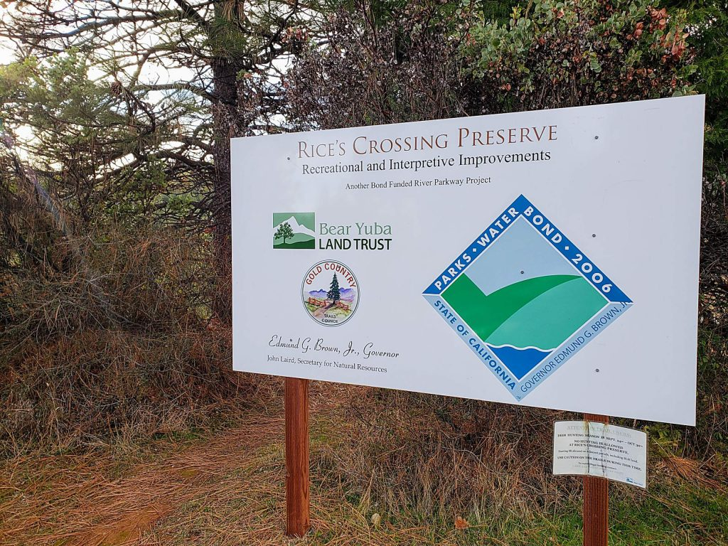 New signage at the trailhead makes locating this trail much easier. Head out behind the signs and look to the left for a great view of the canyon to begin your trek. A new gazebo makes a nice break at the end of the trail to enjoy the view before you depart.